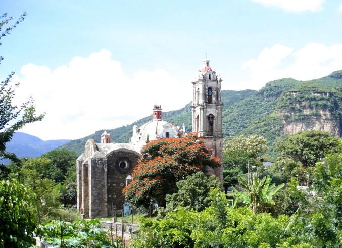 Die Kapelle von Santa María zu Beginn der Trockenzeit ...
